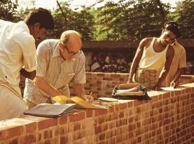 லாரிபேக்கர் கட்டிடத்துறையின் காந்தி